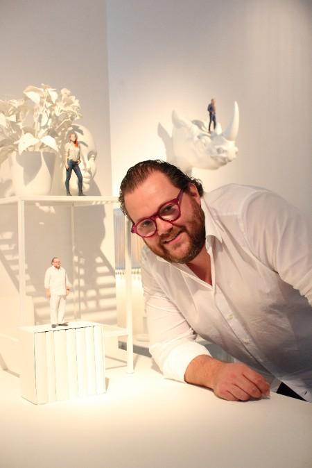 Filip P. Schwarz mit seinem TWINSIE in der TWINSIE Pop-Up-Gallery an der Limmatstrasse 285.