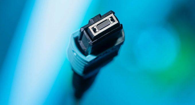 R&M präsentiert QXB-Studie: paralleloptischer Stecker mit Linsen-Technologie