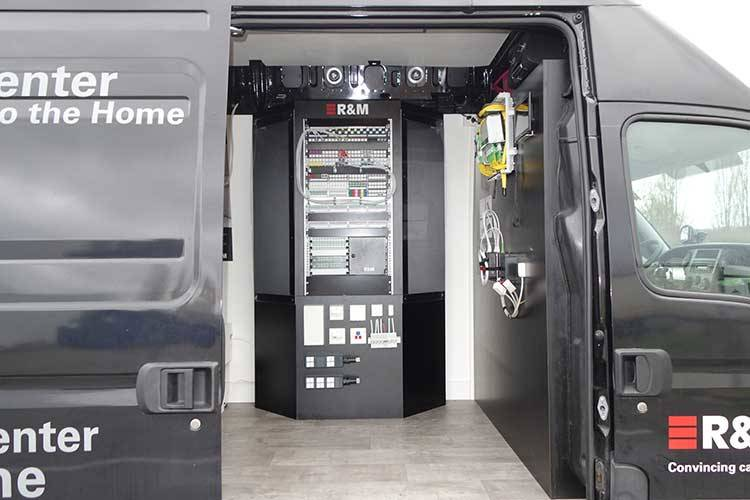 Auf einer Roadshow durch mehr als 18 Länder Europas besuchen nun zwei R&M-Trucks die Ansprechpartner vor Ort.