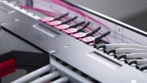 Das Netscale-Programm von R&M bietet die branchenweit höchste Dichte fiberoptischer Ports in 19'' Schränken. Es wurde nun durch die Mixed-Media Plattform Netscale 48 erweitert.